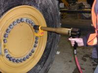 12818-10GX-Cat-980H-Wheel-Nuts